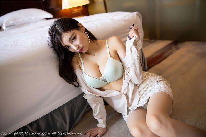 [XIUREN秀人网]性感女神杨晨晨SUGAR肉丝美腿写真